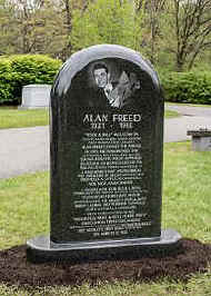Alan_Freed-_Lake_View_Cemetery_-_2016_(2).jpg (26115 bytes)